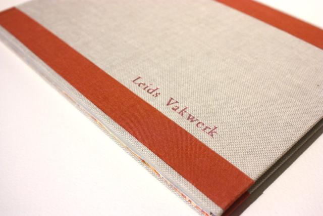 boek, rechte rug, genaaid, Leids vakwerk, boekbinden, boekbinder, handgemaakt. natuurlinnen, marmerpapier
