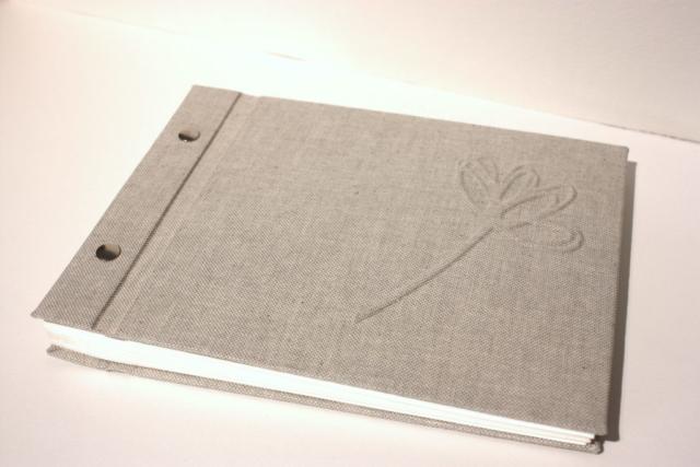 boekbinden boekbinder fotoalbum boekschroeven natuurlinnen papier handgemaakt fotokarton zuurvrij papier preeg