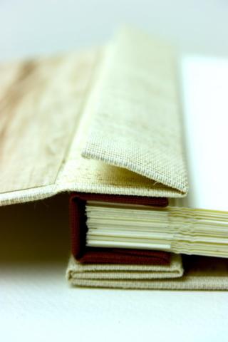 boekbinden boekbinder fotoalbum verborgen boekschroeven natuurlinnen papier handgemaakt fotokarton zuurvrij papier preeg
