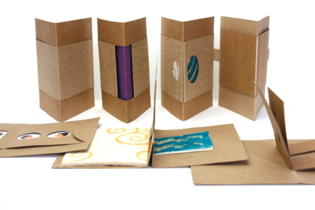 Boek, boekbinden, kraft, stempel, embossing, vouwboekje, lokta papier, batikpapier