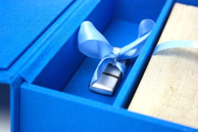 Beschermdoos, bewaardoos, fotoboek, usb stick, lint, linnen, boekbinder,  boekbinden, kartonnage, hand gemaakt