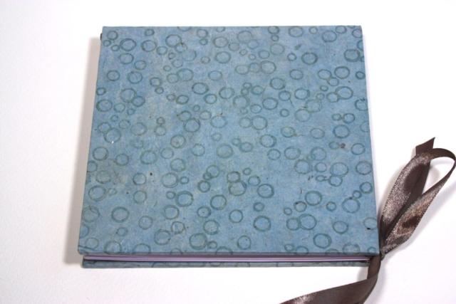 lotusboek, stempel, bestempeld, lint,  boekbinder, boekbinden, handgemaakt, presentatie, papier